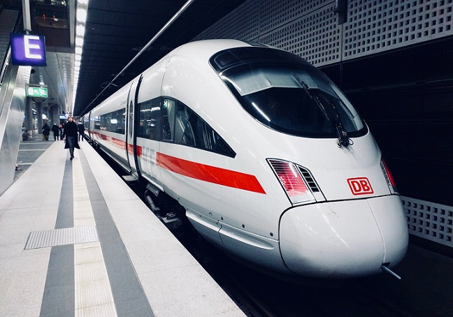 Beijing Railway Stations - The fast train (高铁)